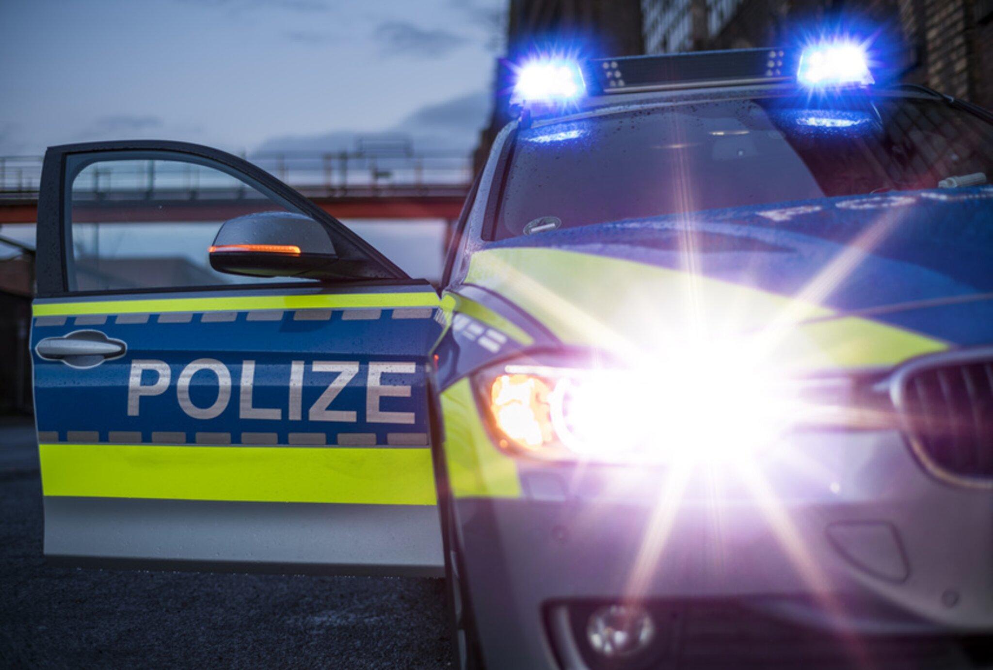 Neckar-Odenwald-Kreis-Scheibe-an-Schule-eingeschlagen-Treppe-besch-digt-Pylon-in-die-Luft-gesprengt