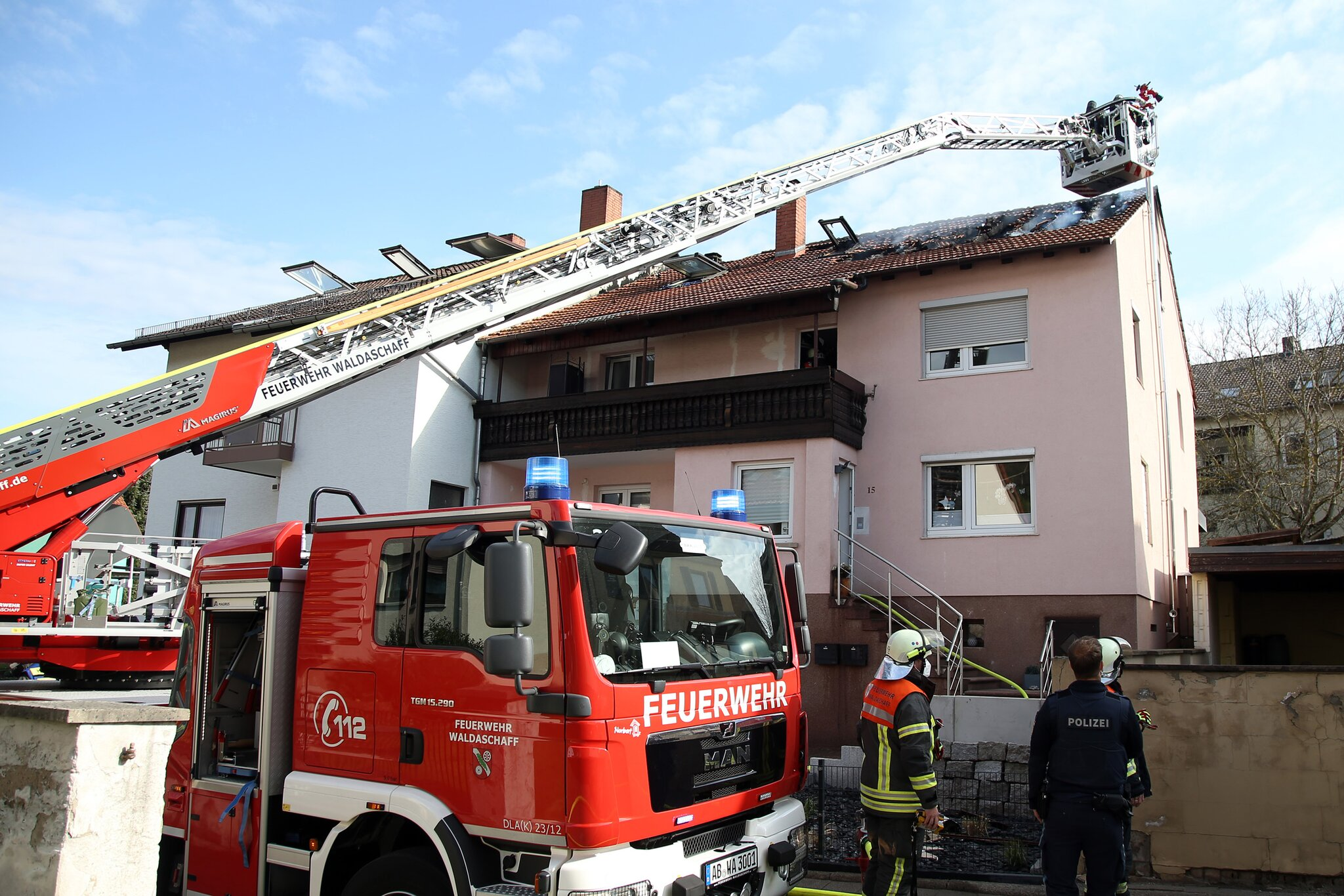 Dachstuhlbrand-in-Waldaschaff-am-17-04-2021
